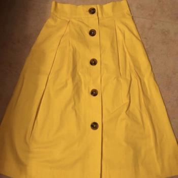 Falda amarilla Stradivarius