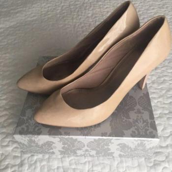 Zapatos Zara. Color nude