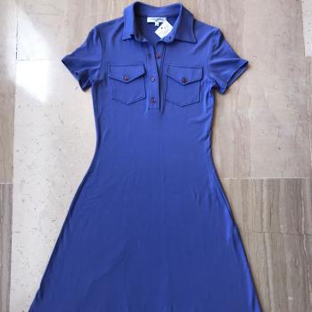 Vestido azul a estrenar, elegante e informal.