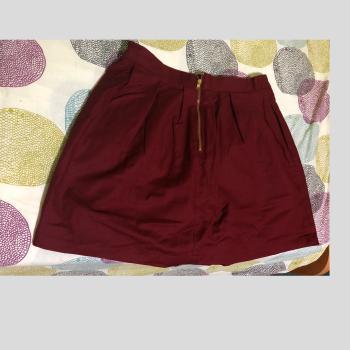 Falda roja de mujer