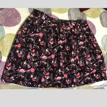Falda marrón de flores