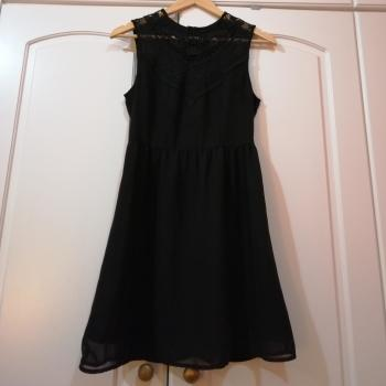 Vestido corto de H&M con transparencias en zona del escote.