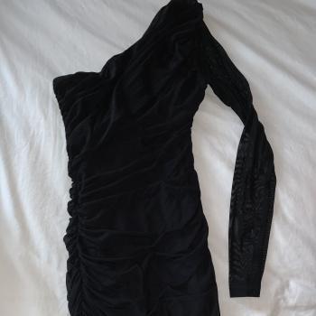 Vestido Negro con una manga