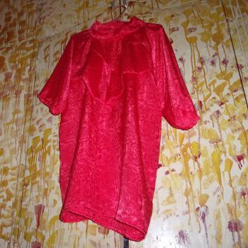 Blusa sedosa roja de fiesta, modelo exclusivo