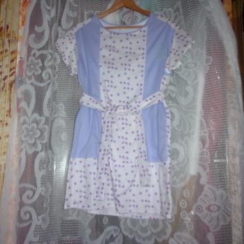 Blusa larga de mangas cortas lila y blanco con cinto, modelo exclusivo