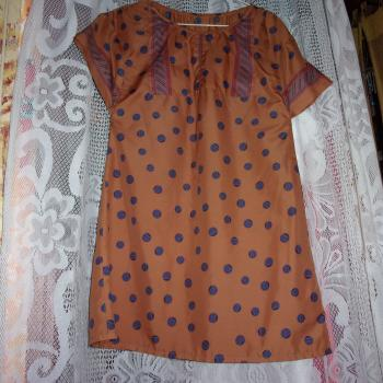 Blusa larga de seda estampada con mangas cortas, talla 42/44, modelo exclusivo