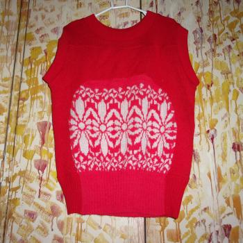 Chaleco de lana de fondo rojo y flores blancas, modelo exclusivo