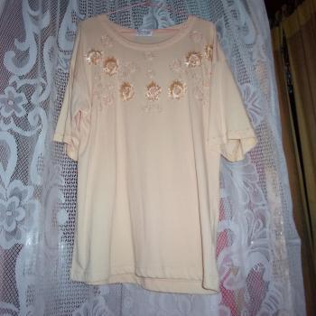 Blusa larga de algodón tejido, color salmón con flores brillosas, talla 46/48