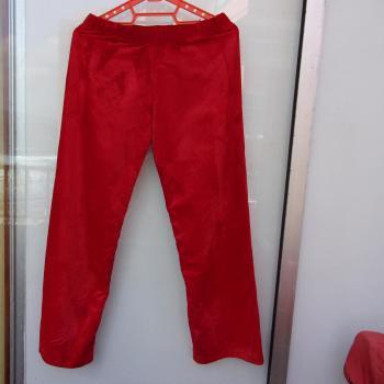 Pantalón rojo de material sintético fuerte aterciopelado, modelo exclusivo