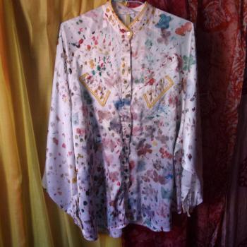 Blusa de seda y encaje teñida y pintada a mano en su totalidad, modelo exclusivo