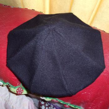 Boina negra de lana tejida, modelo único