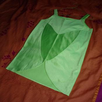 Blusa de fiesta brillosa verde con tirantes, modelo exclusivo