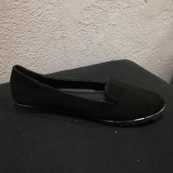 Bailarina en color negro.