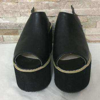 Cuñas negras con plataforma.