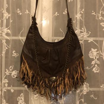 Bolso marrón con flecos