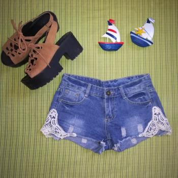 Short vaquero con bordado