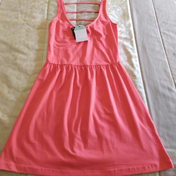 Vestido corto rosado de Inside.