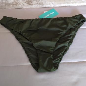 Braga de bikini verde de Calzedonia.