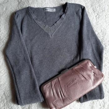 Jersey gris  Strass cuello