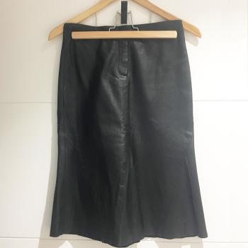 Falda de Piel negra Mango