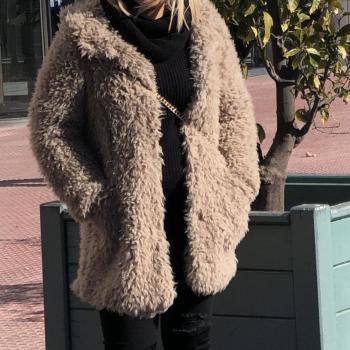 Abrigo textura capucha