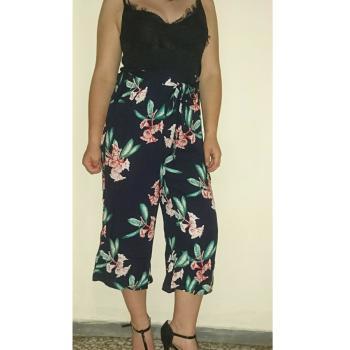 Pantalón razo floral, talla M