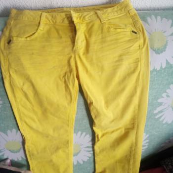 Pantalón vaquero amarillo