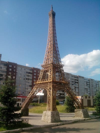 Eiffel Tower Replicas - © Attention Deficit Disorder Prosthetic Memory Program