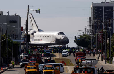 Shuttle Endeavor in the streets of Los Angeles - © Attention Deficit Disorder Prosthetic Memory Program
