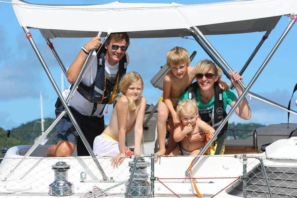 barca a vela vacanza famiglia bambini isole eolie