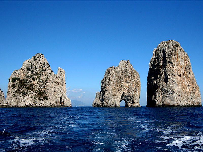 vacanze in barca a vela faraglioni