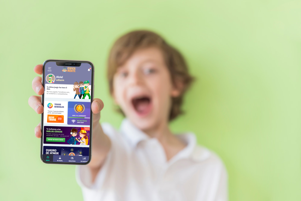 estudiante con app en la mano