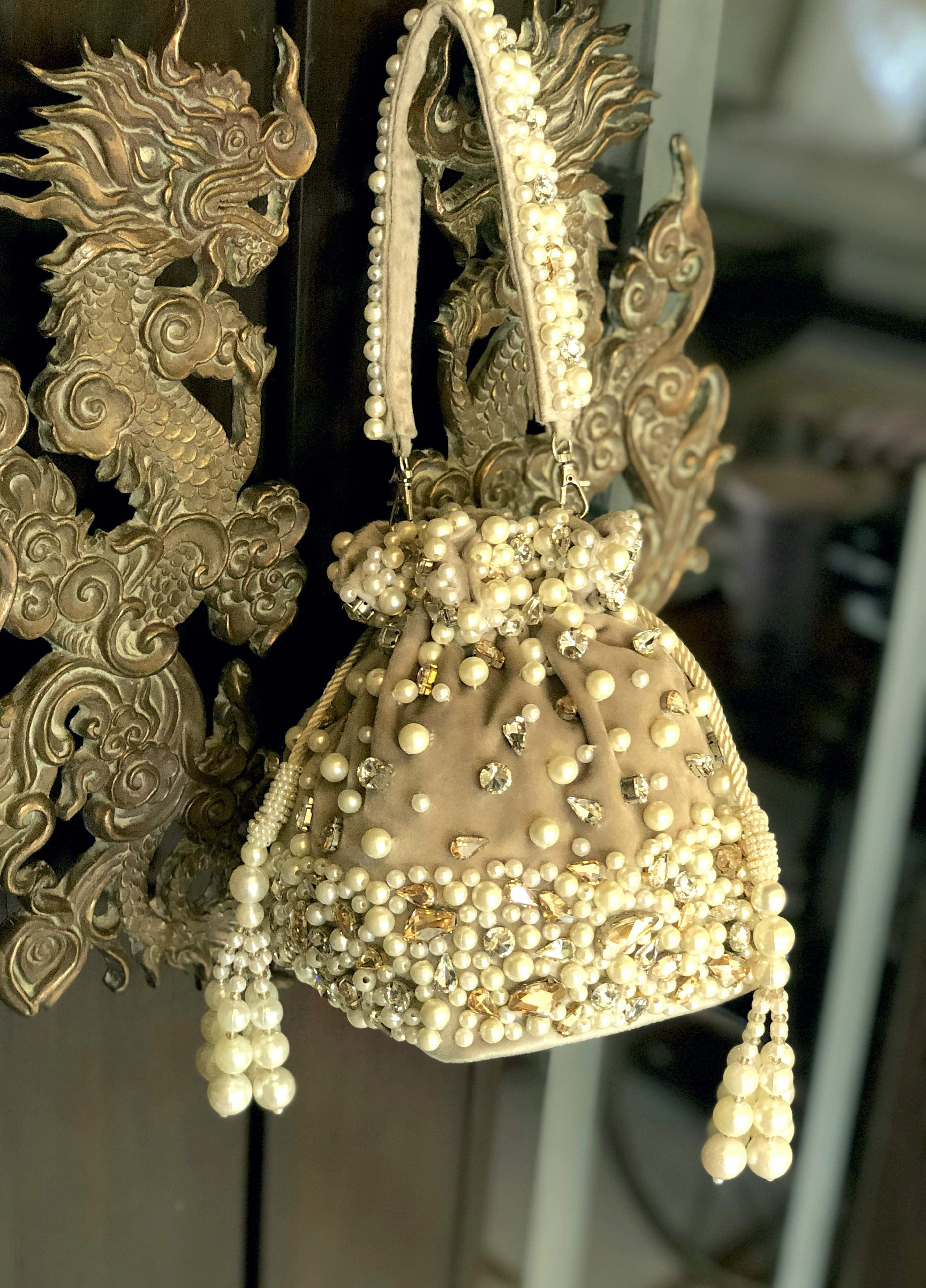 GOLD AMBER BUCKET BAG image 3