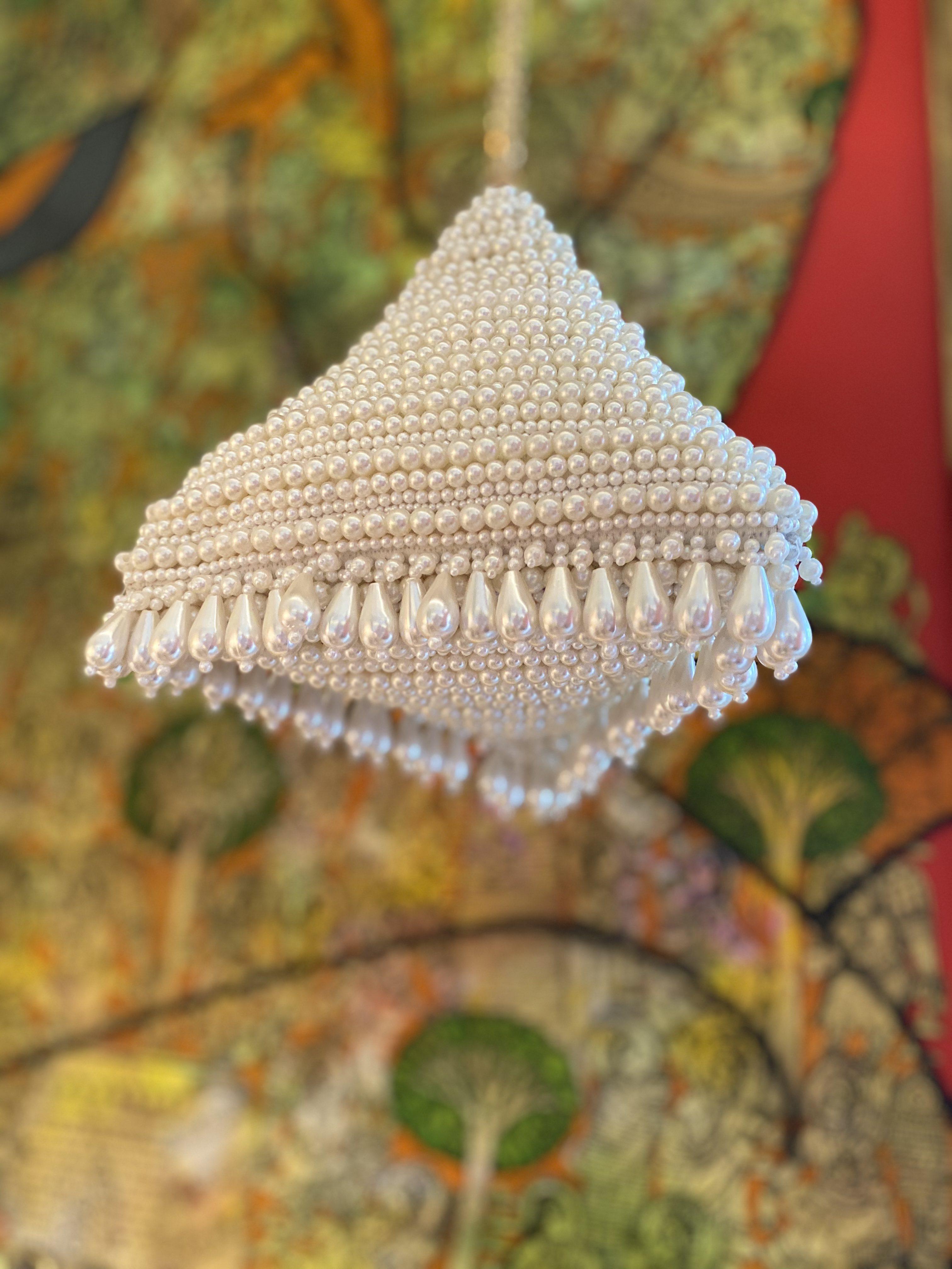 CREAM PERLA PYRAMID BAG image 3