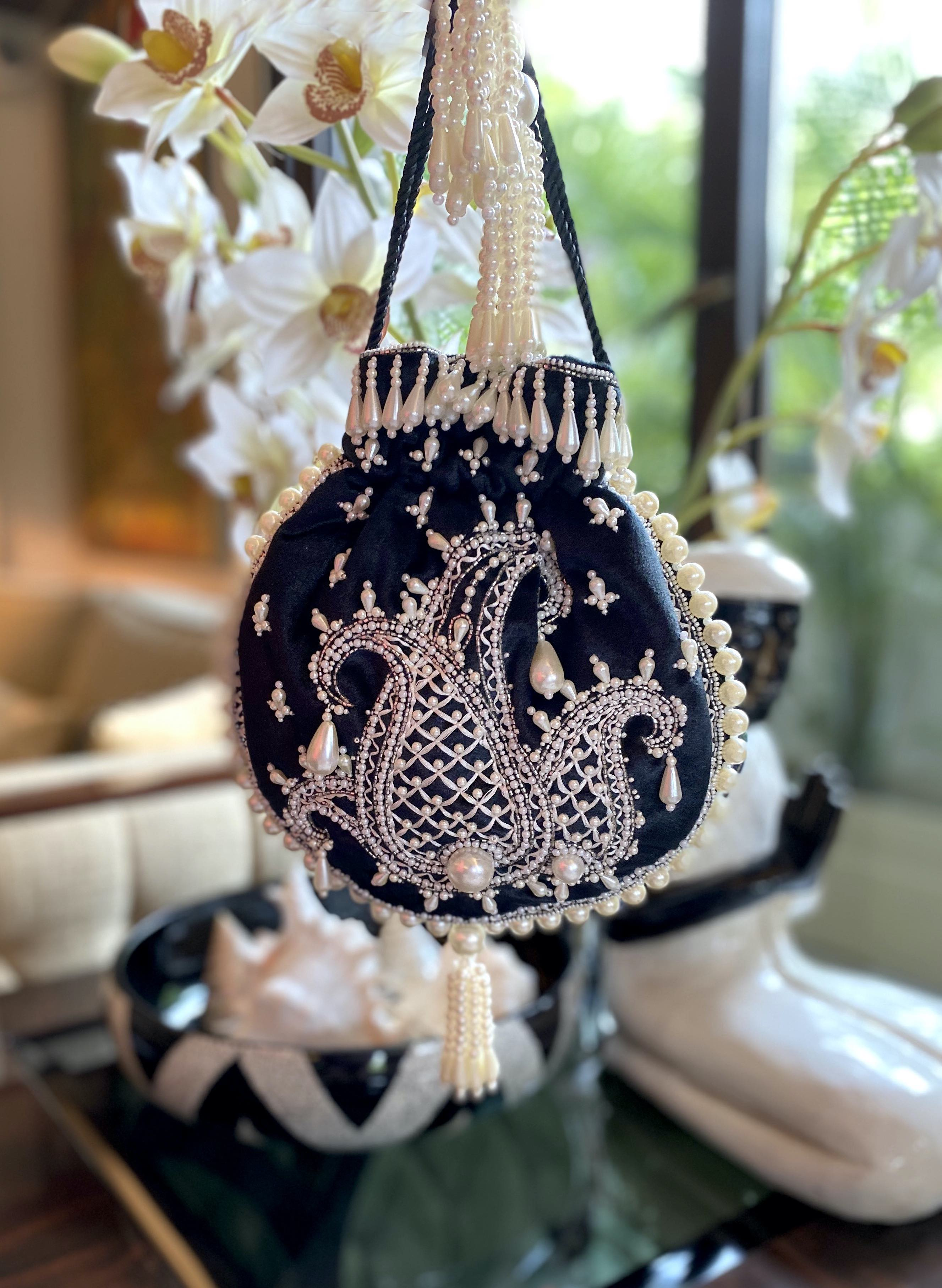 image of BLACK AMBI PEARL BAG