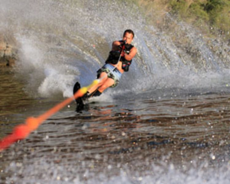 Water_Skiing___Wakeboarding_Orlando,_Private_Lake_-_1_Hour