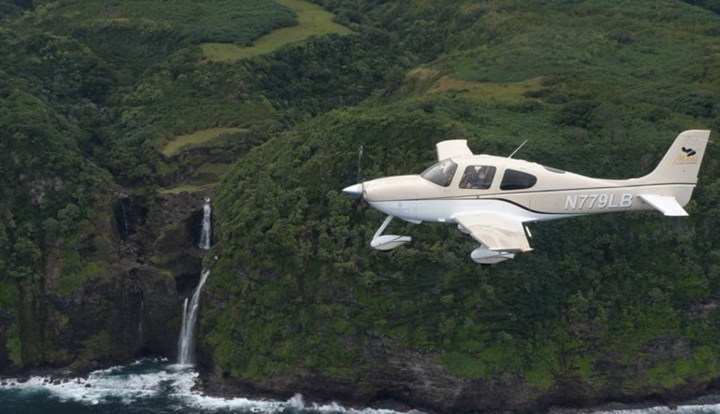Discovery_Flight_Lesson_Maui,_Big_Island_Volcano_-_3_Hours_-_Bring_2_Passengers_for_Free!