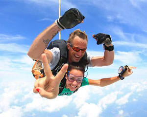 Skydiving Chicago - WEEKEND SPECIAL - 9,000ft Jump