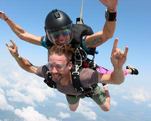 Skydiving Chicago Weekday - 14,000ft Jump