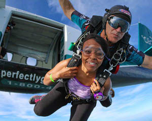 Skydiving Chicago - WEEKEND SPECIAL - 14,000ft Jump