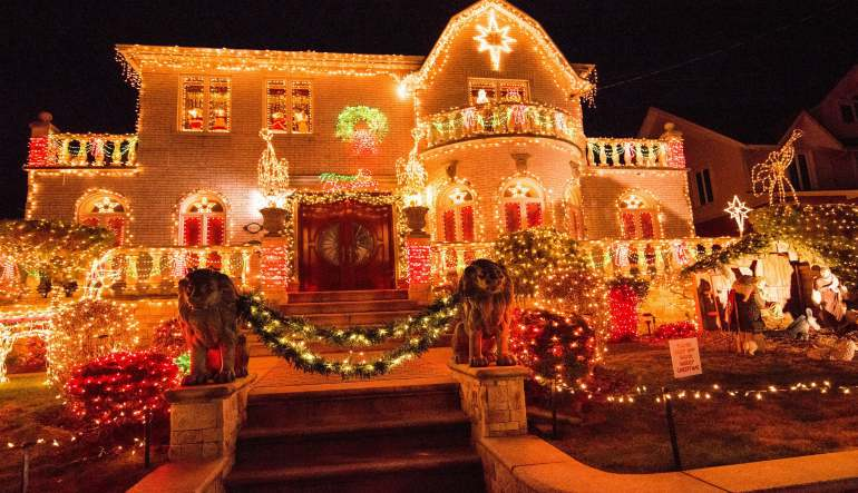 Bus Tour New York City Dyker Heights Christmas Lights 3