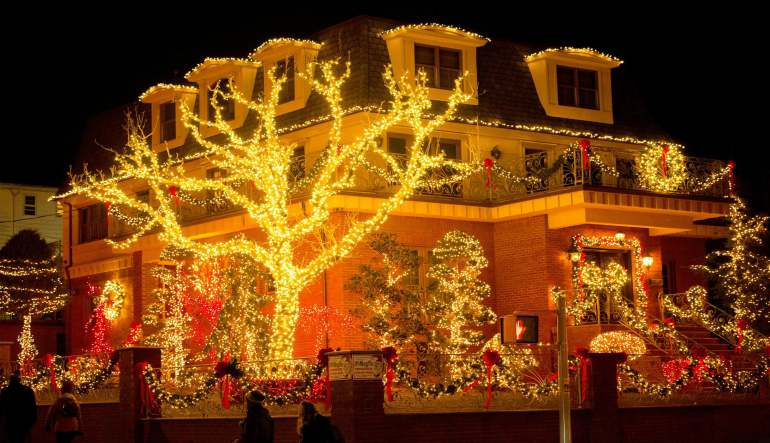 Bus Tour New York City, Dyker Heights Christmas Lights - 3.5 Hours