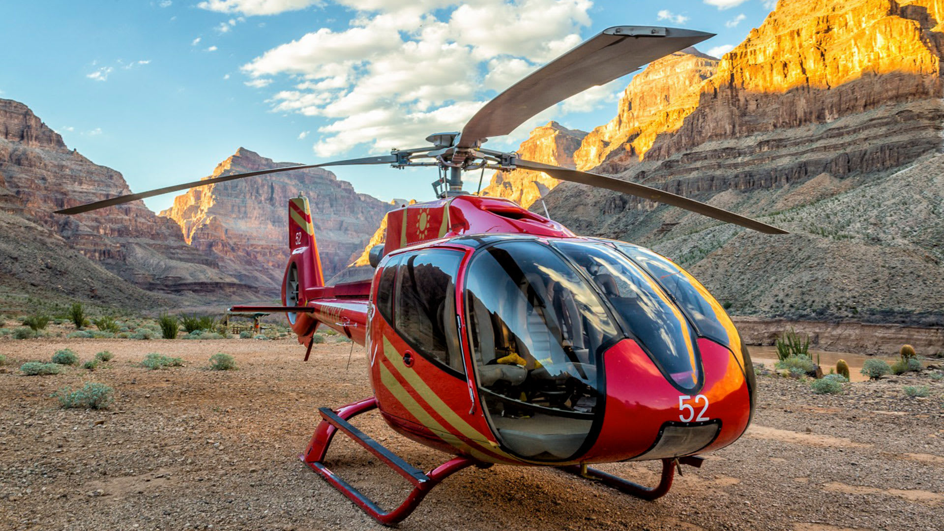 Grand Canyon Helicopter Tour with West Rim Landing, Champagne Picnic and Strip Tour