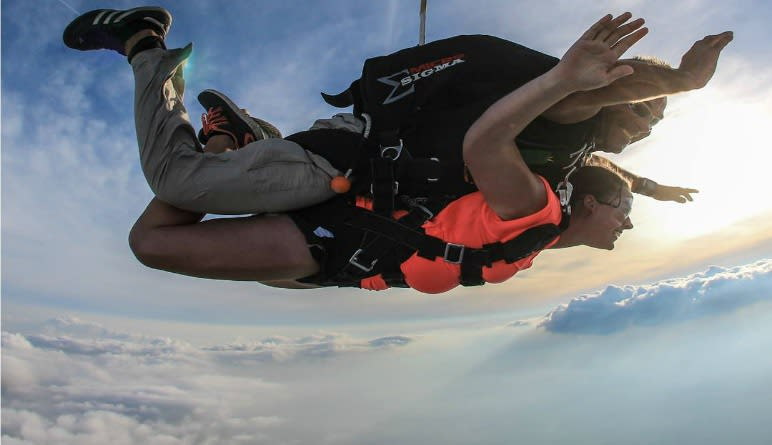 Skydiving Chicagoland Free Falling