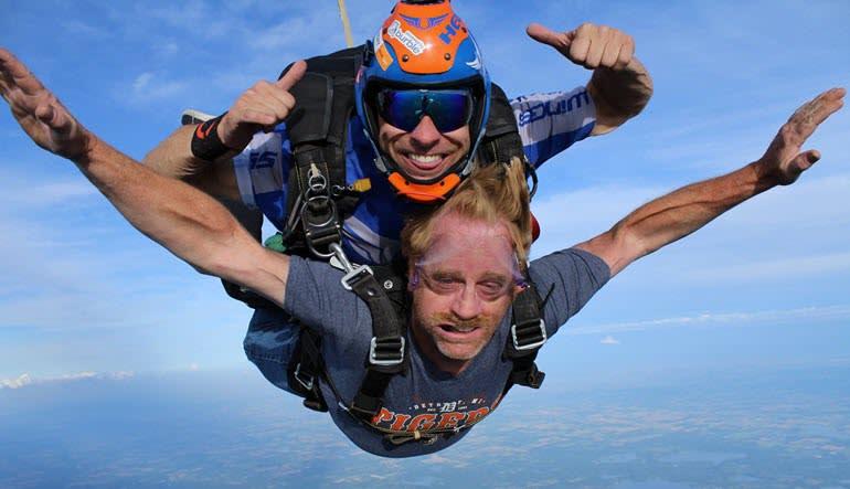 Skydive Tecumseh - 18,000ft Jump Moe