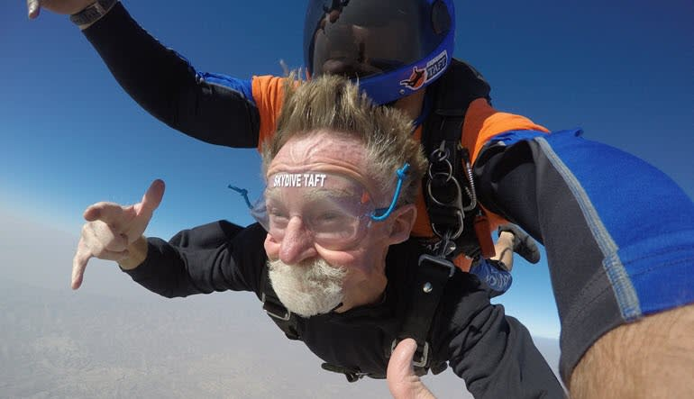 Skydive Taft - 10,000ft Young At Heart