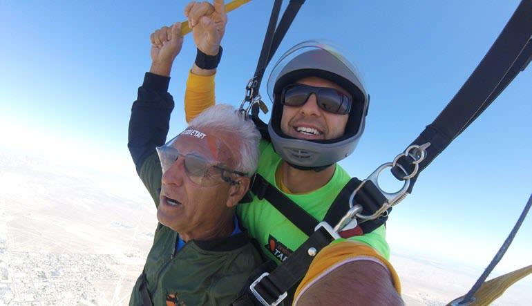 Skydive Taft - 10,000ft Tandem Gentleman