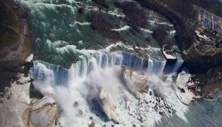Niagara Falls Helicopter Tour - 10 Minute Flight Flowing