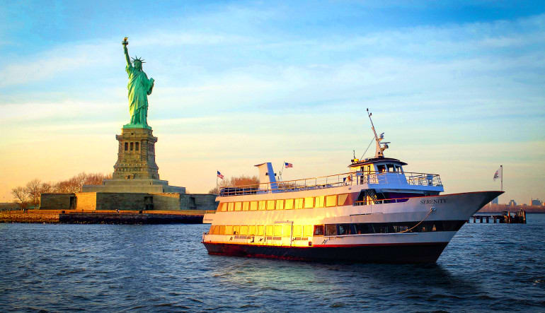 New York City Walk-On Walk-Off History Tour and Statue Cruise