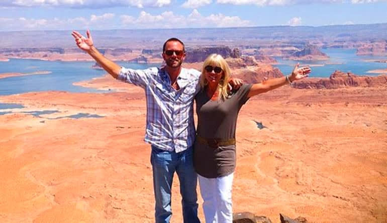 Helicopter Tour Lake Powell At Glen Canyon With Tower Butte Landing Couple
